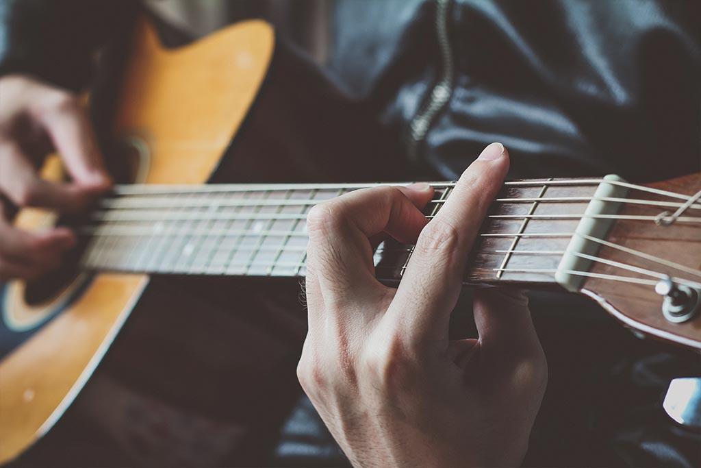 بهترین راه برای یادگیری گیتار چیست؟